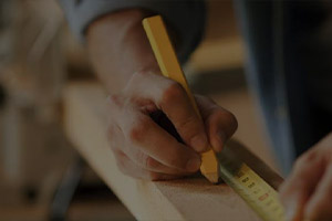 picture of a carpenter performing carpentry services